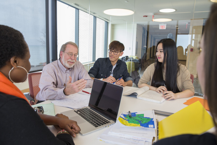 Prof. Ed Montanaro talks with students in the Chinese Program.