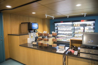 伦茨做午饭, a grab-and-go kiosk in the Lentz Hall lobby, opened in fall 2019.